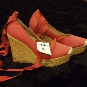 Mossimo wedge size 5.5